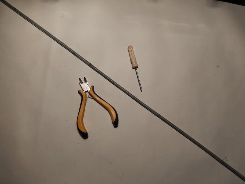 Такие прутья с резьбой, продаются в хозяйственных магазинах. Острые края резьбы, я сравнял...