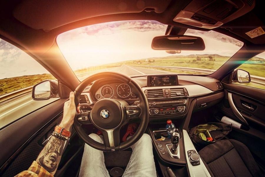 Взгляд на интерьер автомобилей глазами водителя