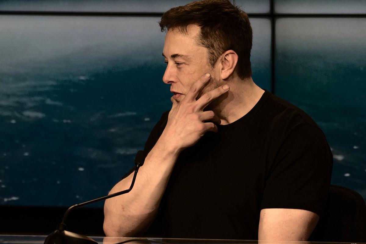 Илон Маск за сутки лишился 15 млрд долларов