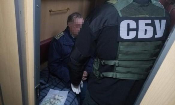 Коррупция на Украине: СБУ поймали таможенного инспектора на взятке