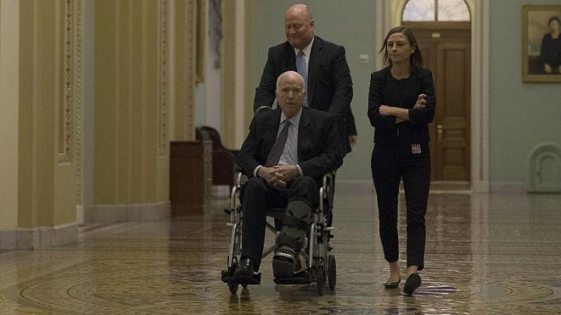 Маккейн, останься!