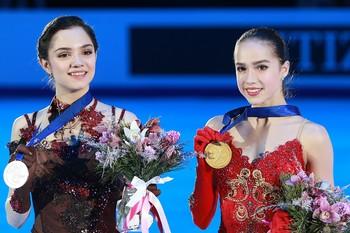 Видео выступления Евгении Медведевой  и Алины Загитовой стали хитами в сети