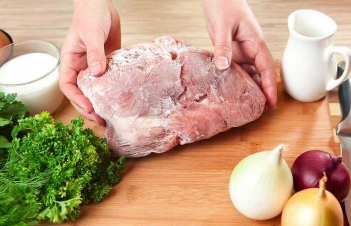 Как разморозить мясо быстро и без микроволновки, чтобы оно осталось вкусным любопытное