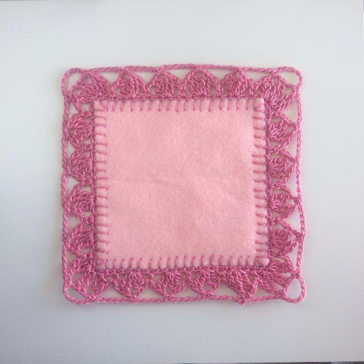 Несколько простых приемов и маленькие лоскутки ткани и у вас отличная вещь для домашнего интерьера