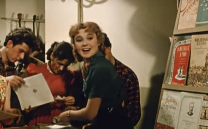 Кадр из фильма *Девушка с гитарой*, 1958 | Фото: mos.ru