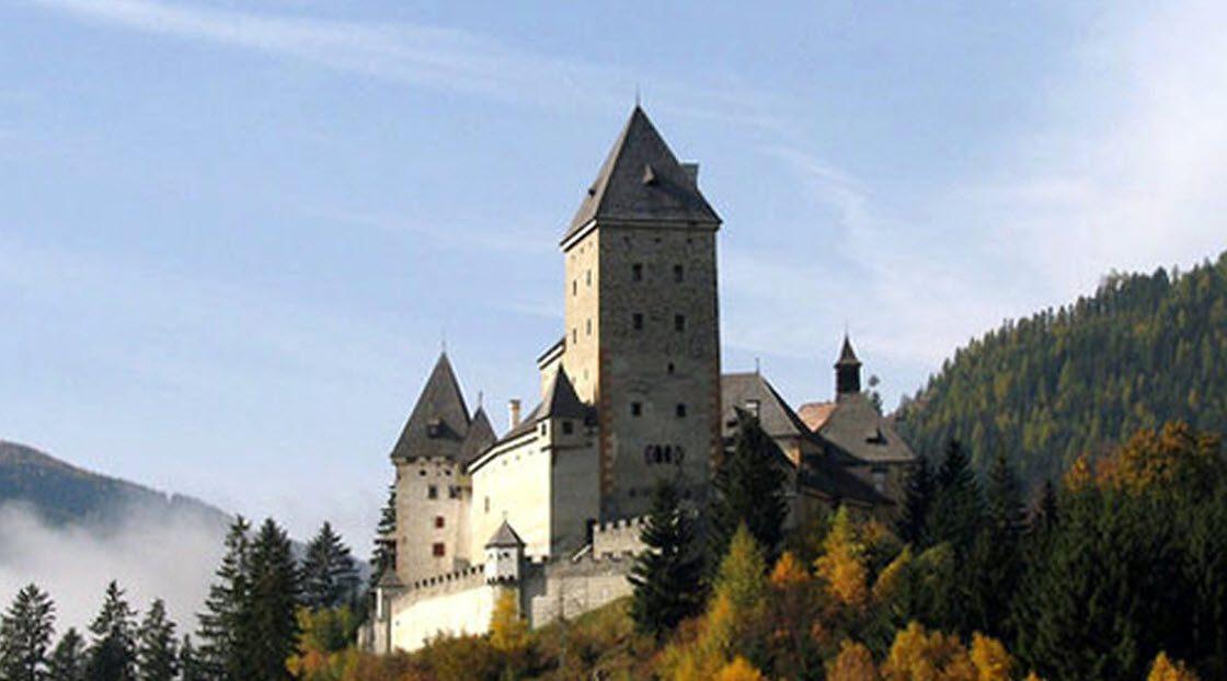 10 пугающих замков родом из …