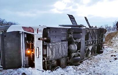 В Ростовской области перевернулся автобус: 5 погибли и 15 пострадали