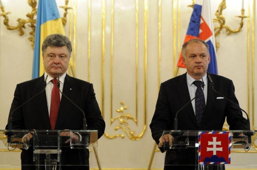 "Порошенко покидал встречу со словацким президентом под крики ""Фашист!"""