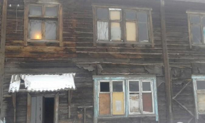Посмотрите на этот дом — он же в любую минуту рухнет: 15-летний школьник пошел войной на чиновников