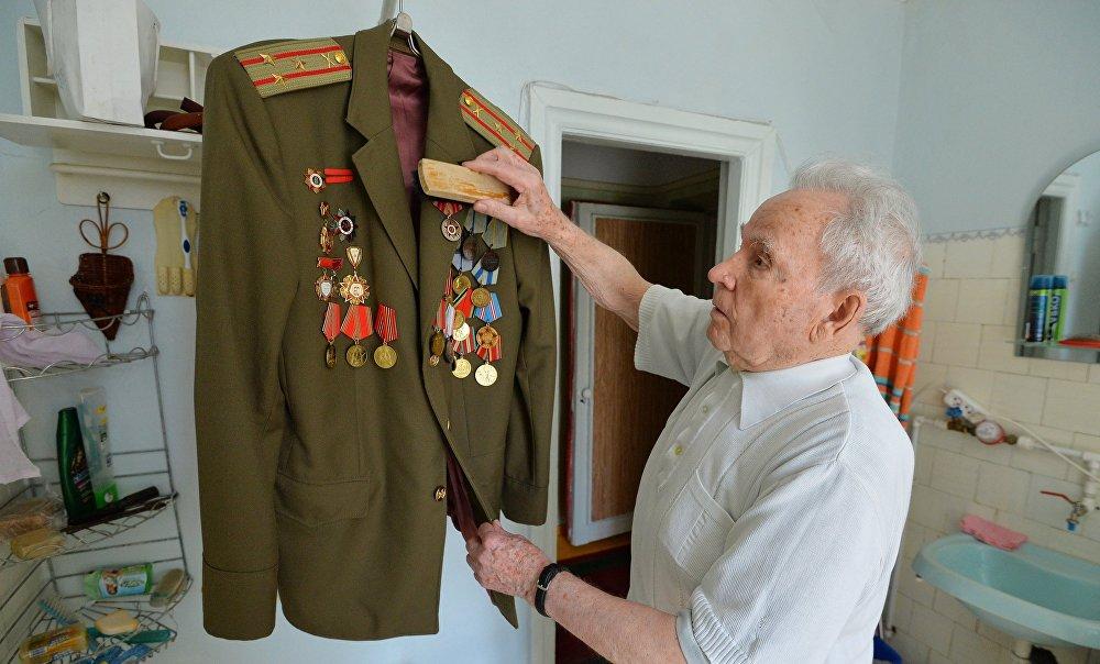 Теперь официально: в Латвии уравняли советскую и нацистскую военную форму