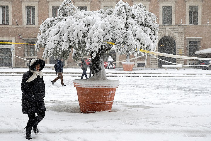 Европа замерзает: жуткие морозы уже унесли жизнь десяти человек