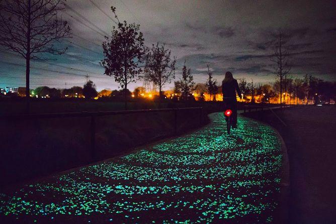 Светящаяся велодорожка в честь Винсента Ван Гога (Van Gogh–Roosergaarde), Эйндховен, Нидерланды