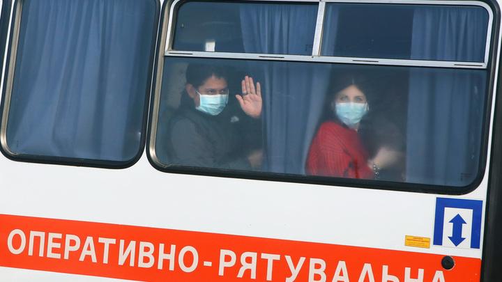 """""""Не думала, что наша страна настолько гнилая"""": Эвакуированные из Китая украинцы о пугающем приёме на родине украина"""