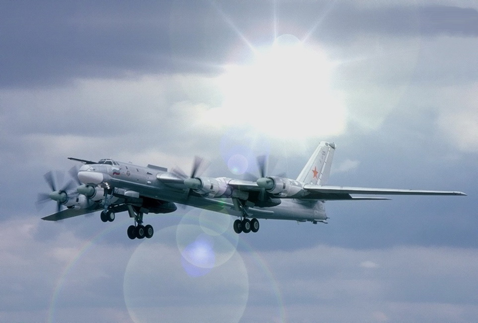 Посадка Ту-95 на американский авианосец (быль) (с).