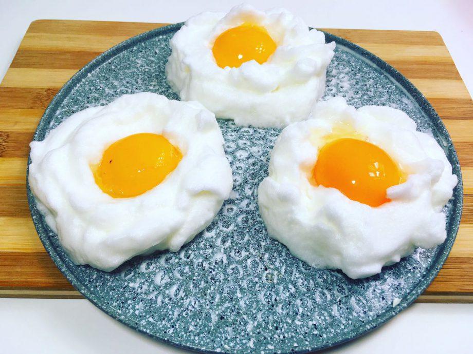 Хотите попробовать новый вкус яичницы,  тогда этот рецепт для вас