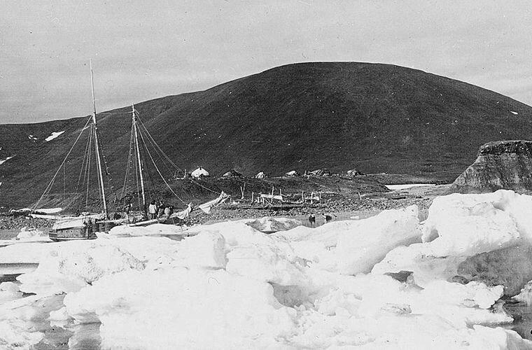 «Teddy Bear» во время последней стоянки на Аляске Ада Блэкджек, арктика, интересно, история, познавательно, факты