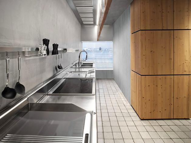 Кухня в цветах: серый, светло-серый, белый, коричневый, бежевый. Кухня в стиле лофт.
