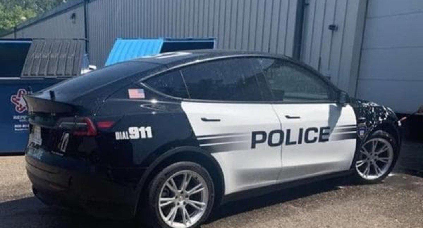 Офис шерифа в штате Вашингтон переходит на Tesla Model Y Автомобили