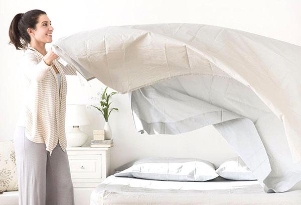 Как часто нужно менять постельное белье и чем чревата редкая смена?