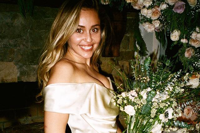 Майли Сайрус опубликовала новые снимки со свадьбы с Лиамом Хемсвортом