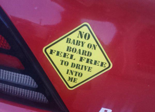 «В машине нет ребёнка, поэтому не стесняйтесь в меня врезаться!»
