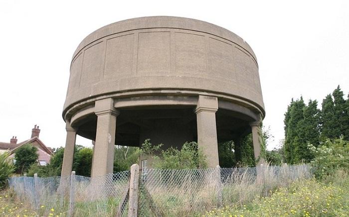 Водонапорная башня 1930-х годов.