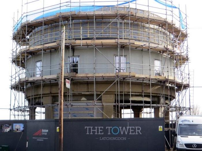 Водонапорная башня, переделанная в жилой дом Майком Томасом.