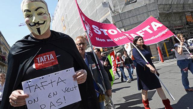 Франция потребует от Еврокомиссии остановить переговоры по TTIP
