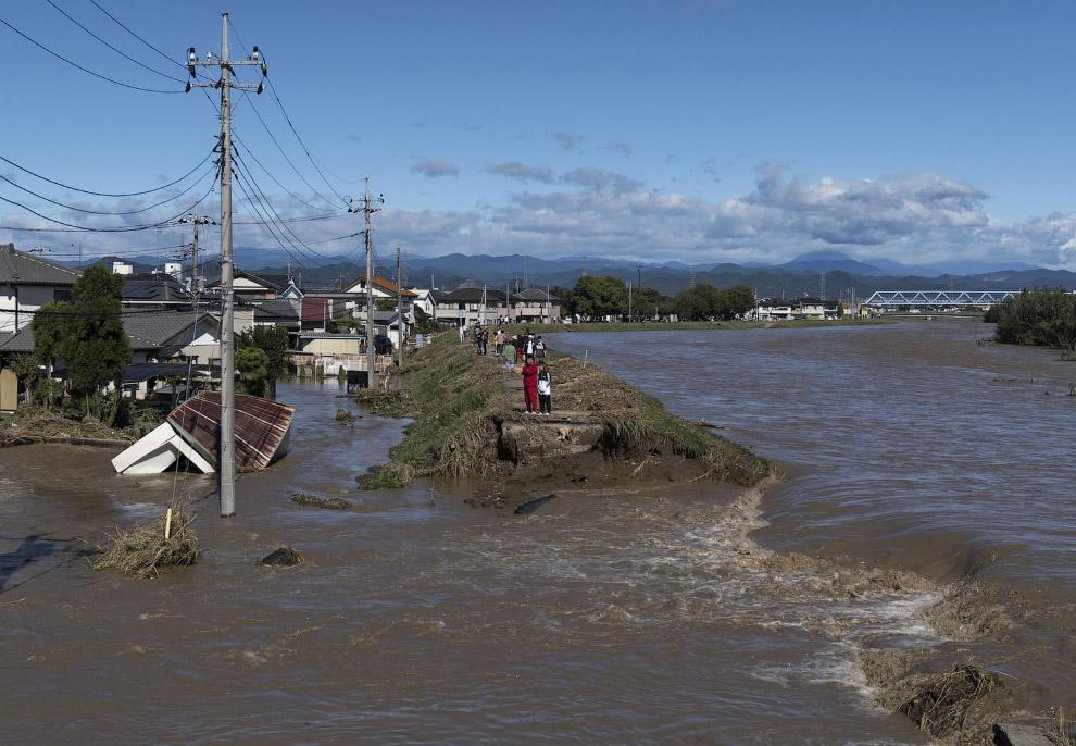 Последствия обрушившегося на Японию тайфуна «Хагибис»