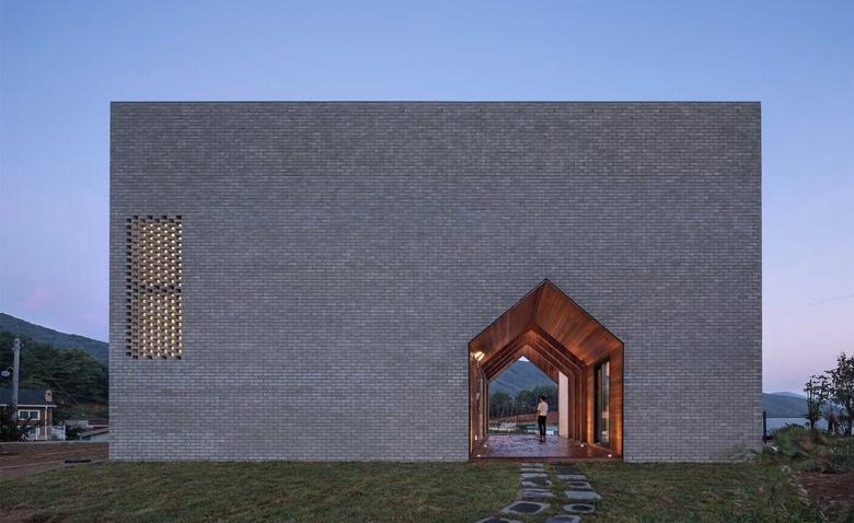 Дом в доме – уникальный проект с проходом внутри