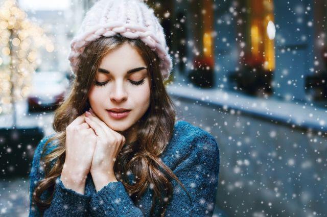 Стойкий макияж и увлажнение. В чём особенность ухода за лицом зимой?