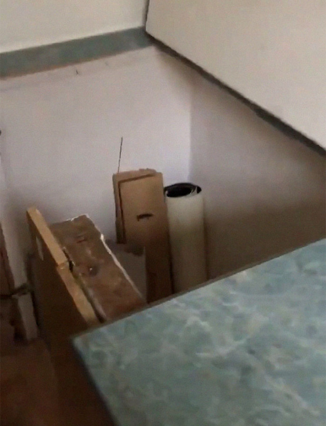 Мужчина снял квартиру и случайно нашел замаскированный проход за кухонным шкафом Культура