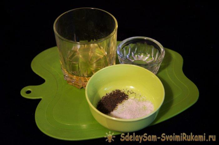 Русский салат из слабосолёной сельди и яиц