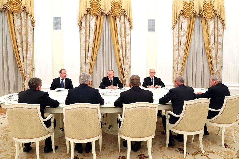 Путин наградит пятерых уволившихся по-собственному губернаторов