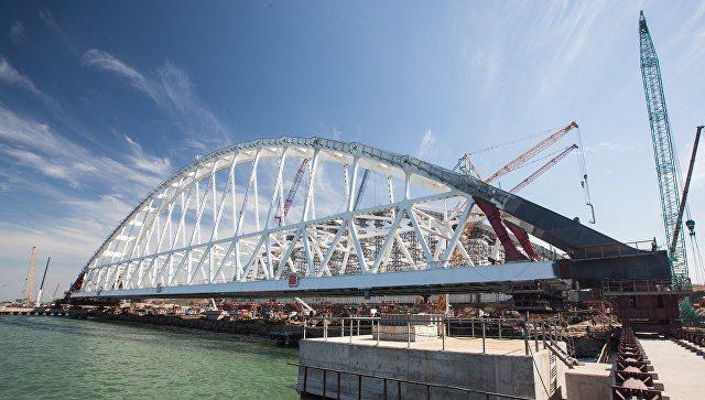 В Керченском проливе началась устанавка арки ж\д моста в Крым