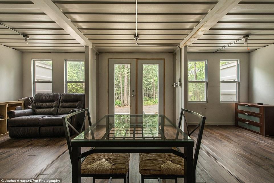 Канадец построил дом из контейнеров и живет там даже в минус 30