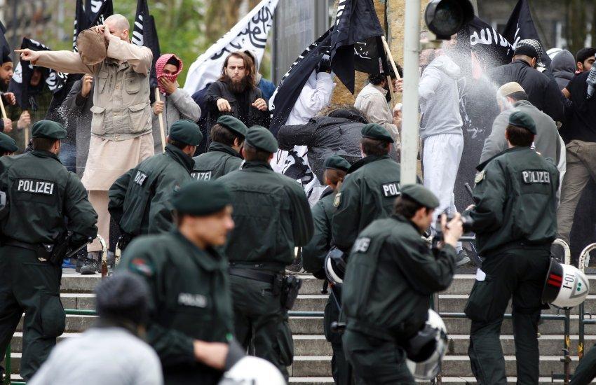 Немецкие СМИ: Сотни покинувших Европу джихадистов возвращаются в ЕС