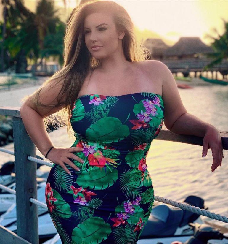 «Необъятная!» — девушка стала новой звездой сети благодаря своей необычной фигуре заморские звезды,красота,модельный бизнес,развлечение,шоубиz,шоубиз