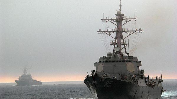 Это вызов? США прислали эсминец к берегам РФ и потеряли два самолета