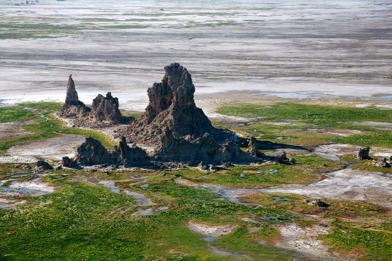 Соленое озеро Аббе – удивительное место, похожее на ландшафт другой планеты авиатур