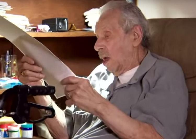 При ремонте дома женщина нашла конверт, которому оказалось более 70 лет