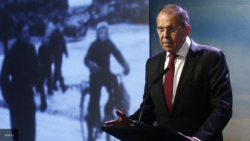 Захват США месторождений нефти в Сирии противоречит международному праву, объяснил Лавров