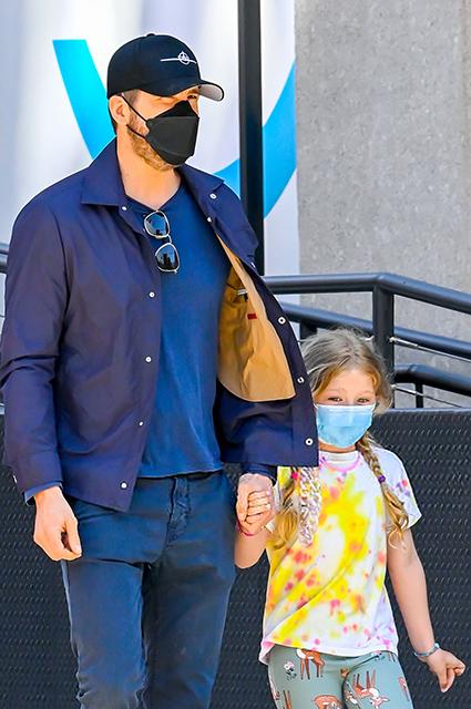 Райан Рейнольдс на прогулке с дочерьми в Нью-Йорке Звездные дети