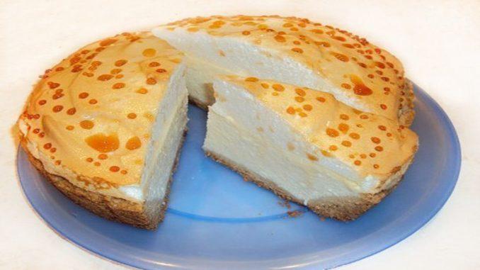 Пирог с творожной начинкой «СЛЕЗЫ АНГЕЛА» Изумительный пирог, очень романтичное название, прекрасный внешний вид и вкус! Хрустящее тесто, нежная творожная начинка, сладкая шубка из безе и очень нежные «слезы ангела» сверху!