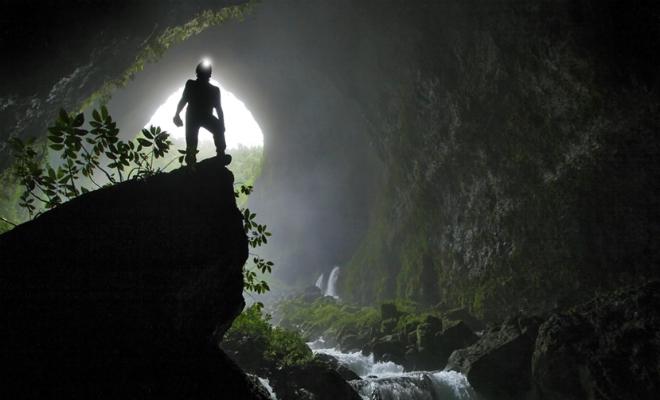 Под Москвой нашли 200-метровую пещеру, спелеологи решили проверить, что внутри