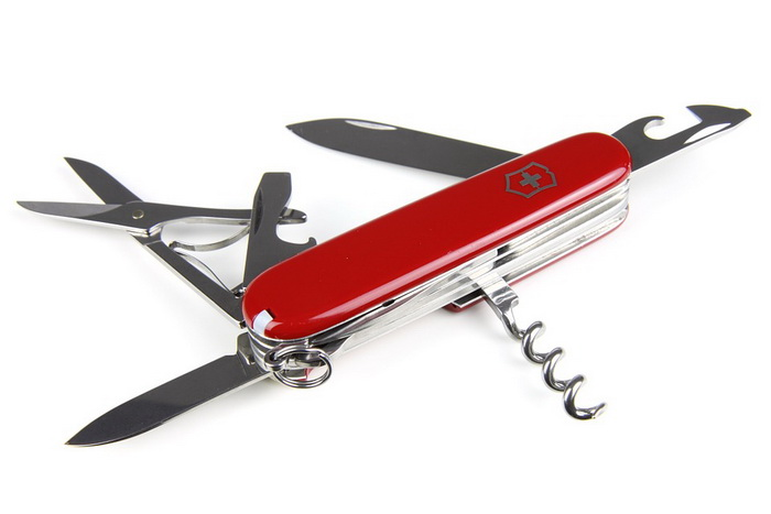 Знаменитые швейцарские ножи сделаны в красном цвете - чтобы, обронив, их было легко заметить на снегу