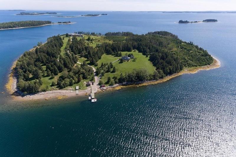 Остров и особняк в Канаде за…