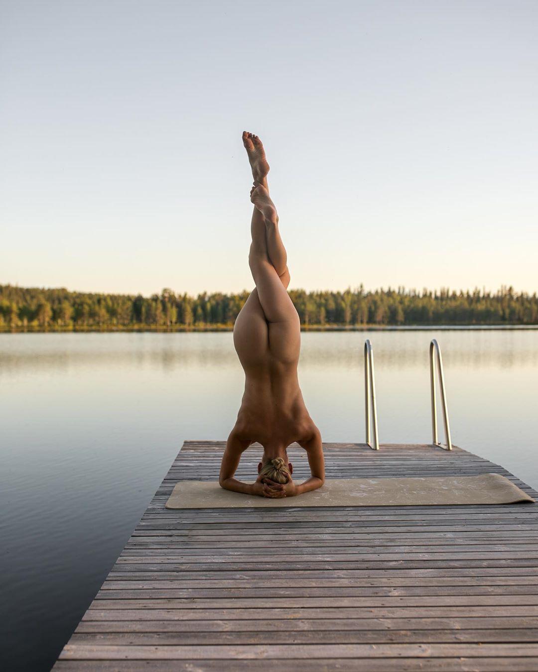 Новые фото Nude Yoga Girl