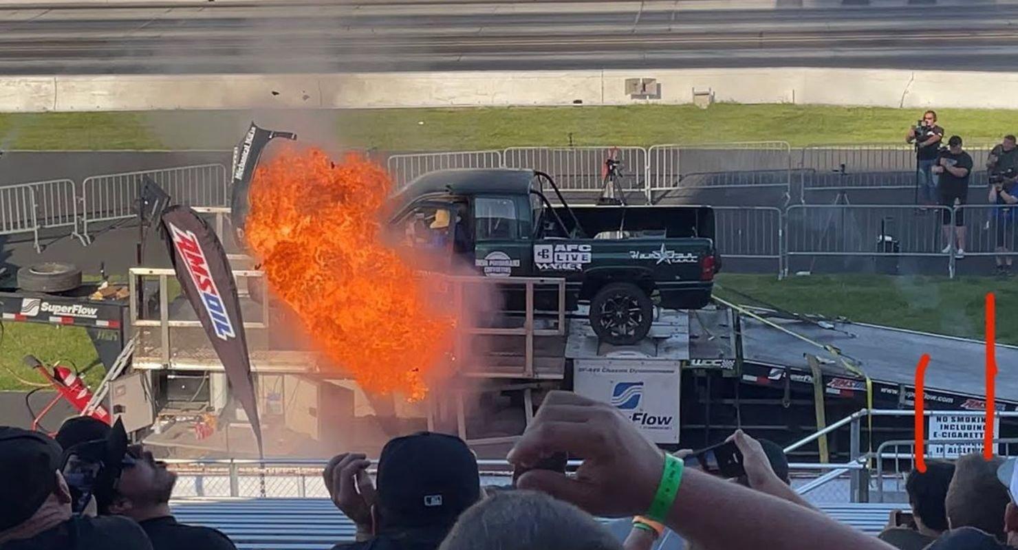 Двигатель пикапа во время замеров мощности разлетелся на куски Автомобили