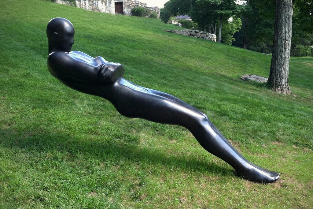 Скульптуры, противоречащие законам физики. Фото